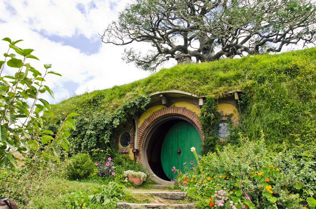 Les Hobbits ont commencé à prendre leurs quartiers au centre bourg !